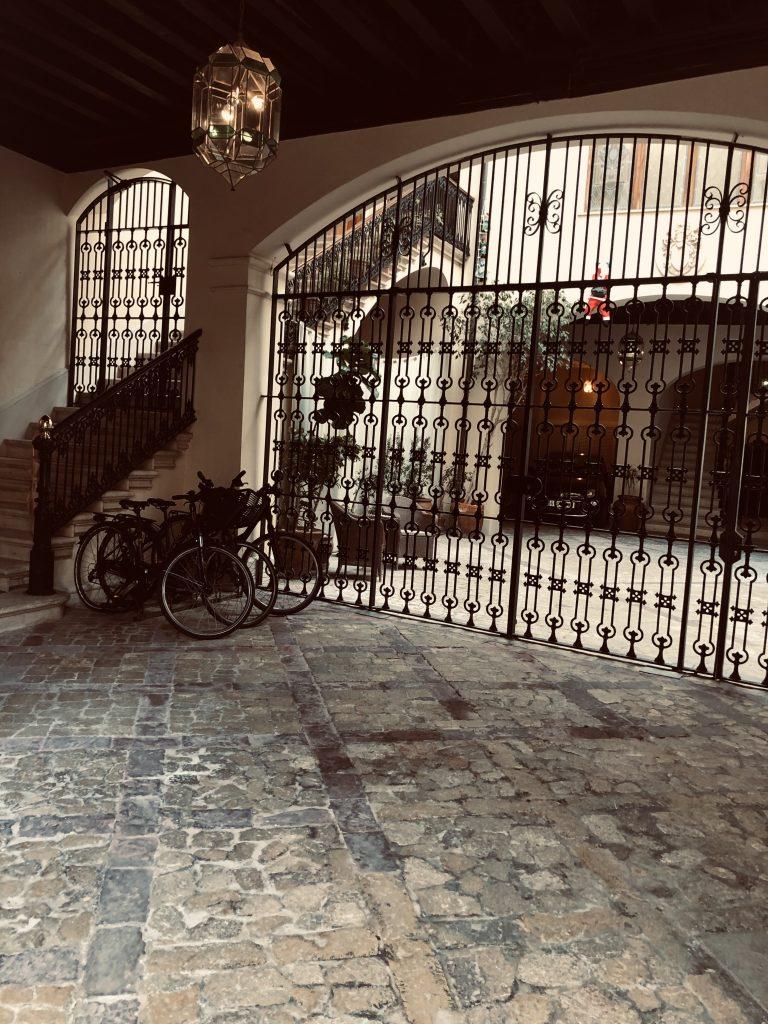 palacio-ca-sa-galesa-hotel-bicis