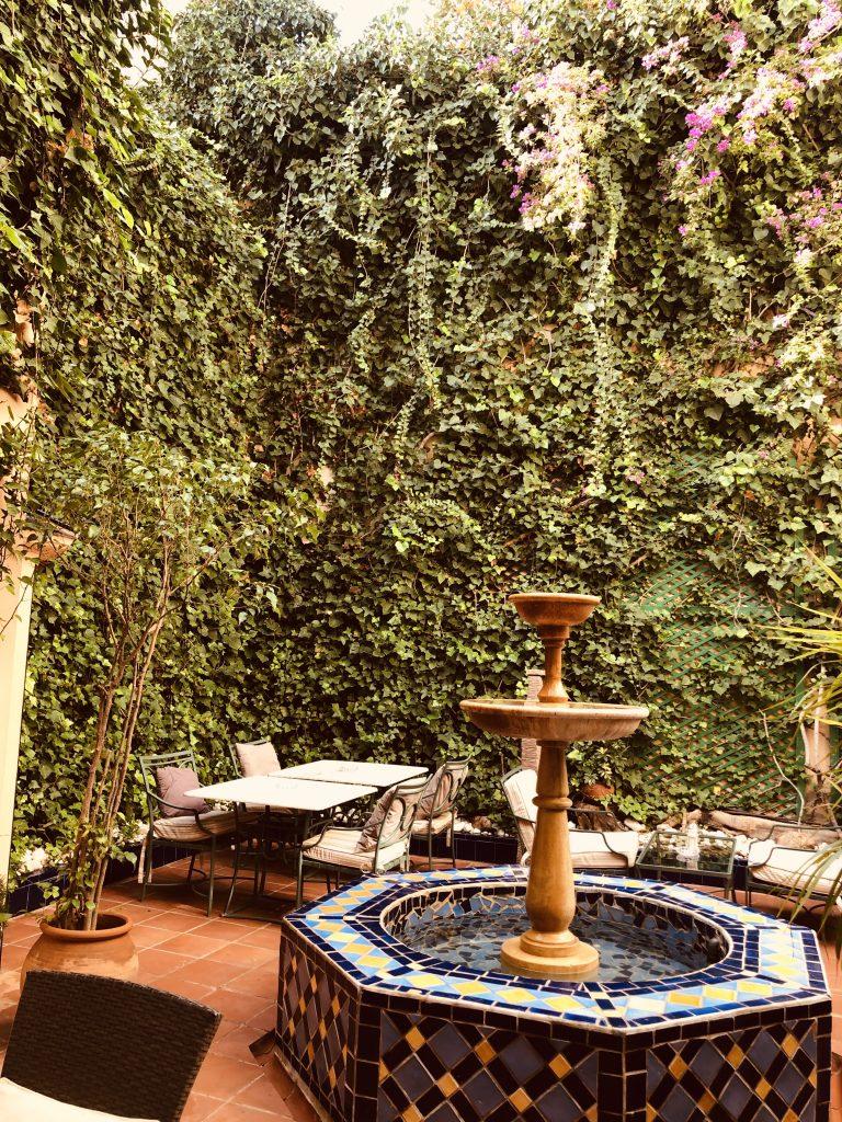 palacio-ca-sa-galesa-hotel-patio